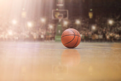 Basketball am Hallenboden